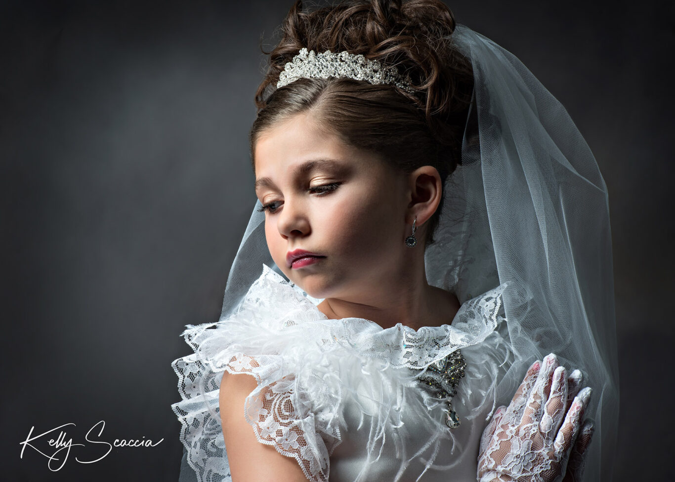 Communion girl praying looking over her shoulder